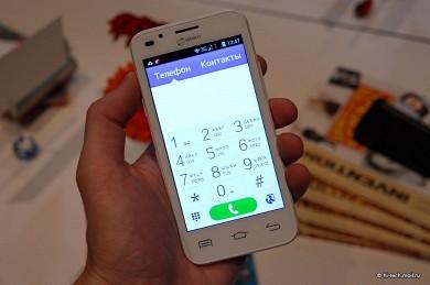 Заботливый смартфон senseit l301